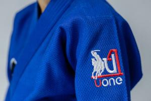 Niebieskie stroje do judo marki Uone