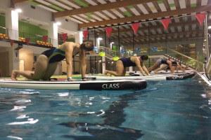 Trening sup na basenie