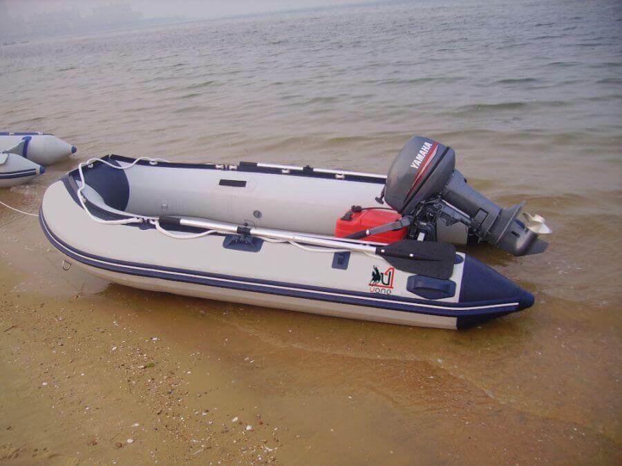 ponton z silnikiem Yamaha